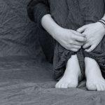 苦悩する女性の画像