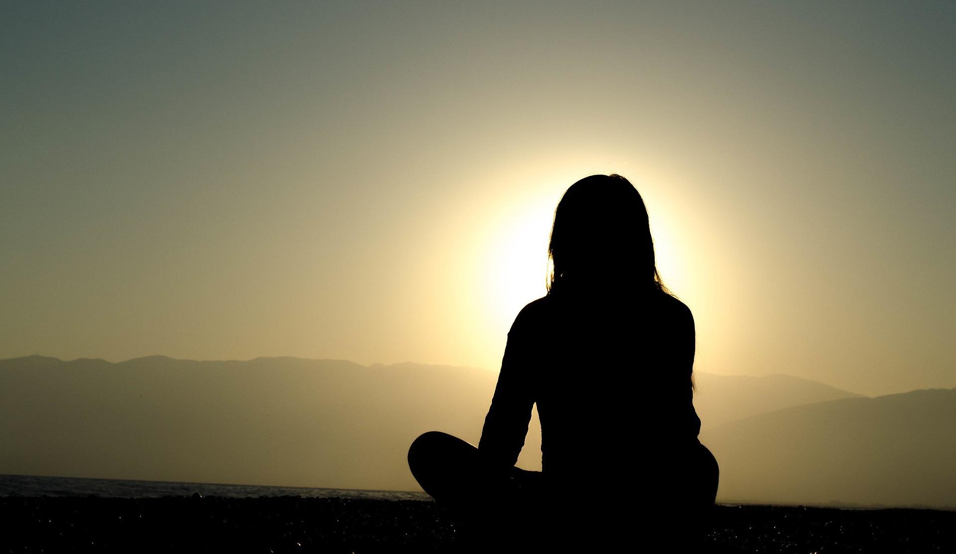 瞑想する人の画像