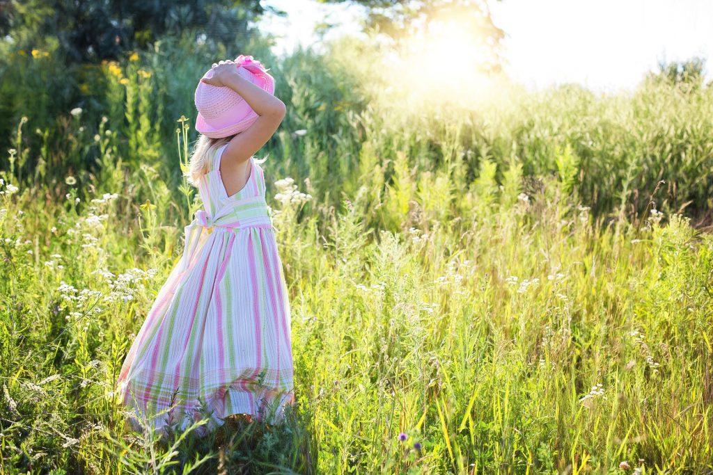 自然の中の少女