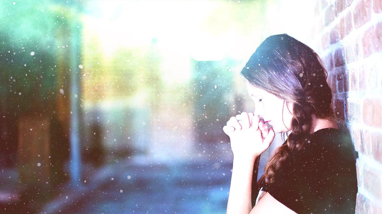 白いオーラ。祈りによって光り輝く。