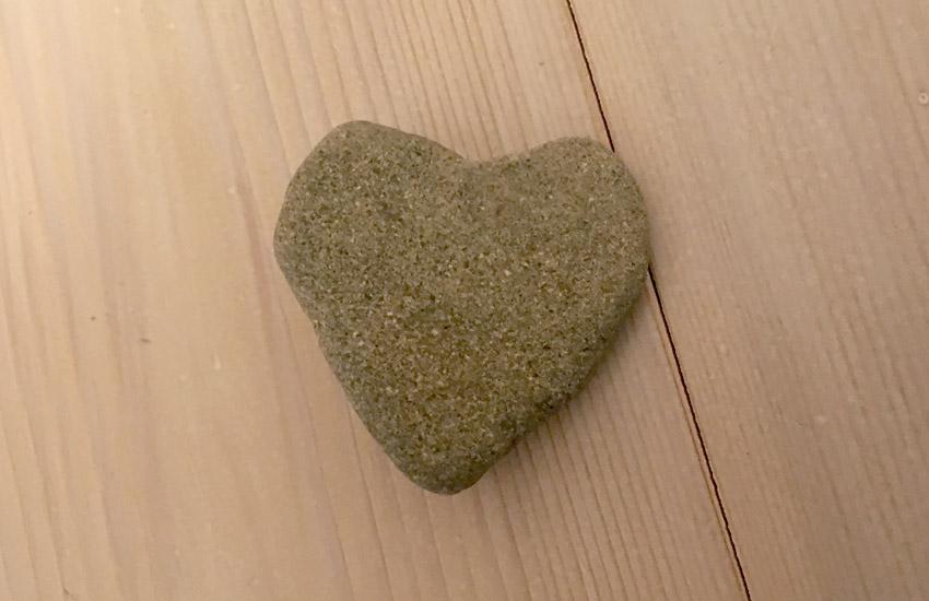 ハートの形した石
