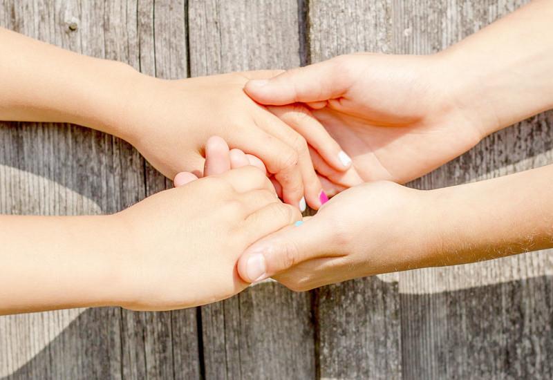 手のチャクラは愛を伝える
