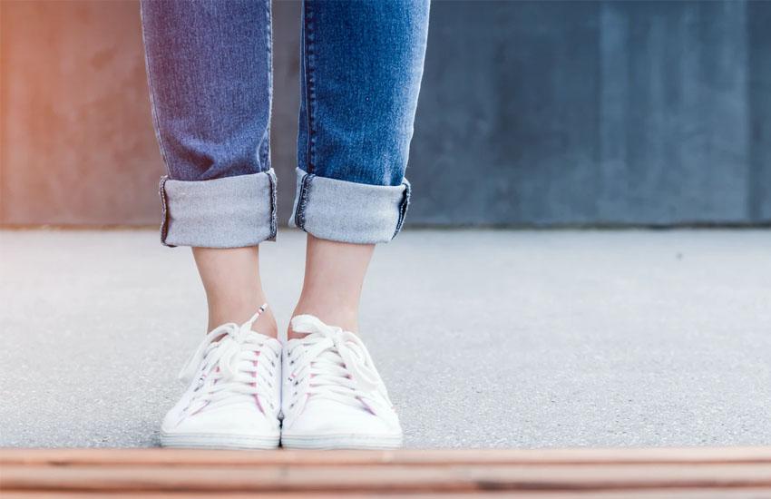 女性の足下