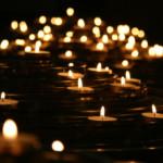 お盆の蝋燭の灯り