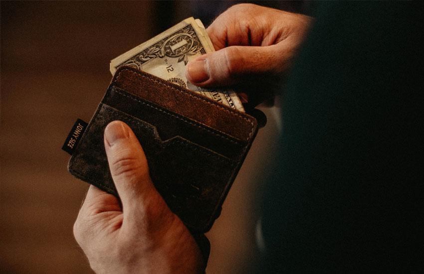 ケチな人がお金を出し惜しんでいる